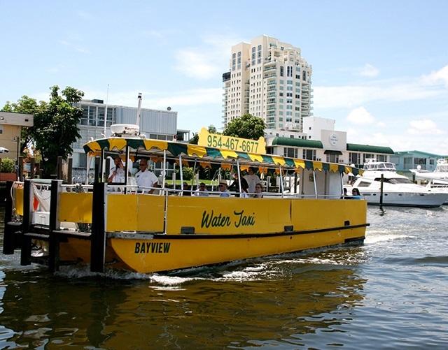1、凭票搭乘水上出租车,欣赏美丽的迈阿密海滩美景,还可以在世界闻名的精品店购物,或是在众多的餐厅中选一家用餐; 2、水上出租车在迈阿密海滩和南部海滩地区有七个停靠站,有单程、往返程或全天通勤票供您随意选择; 3、巡航路线: A区:从湾畔市场(Bayside Marketplace)或海滨公园(Bayfront Park)出发 B区:从迈阿密河(Miami River)/迈阿密海滩(Miami Beach)或Omni商城(Omni Mall)出发 C区:从弗吉尼亚码头(Virginia Key)、比斯坎湾(
